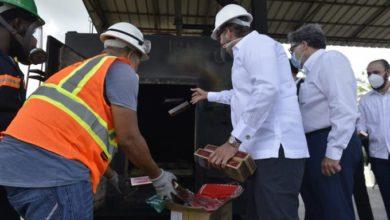 Photo of Aduanas incinera 32.8 millones de cigarrillos