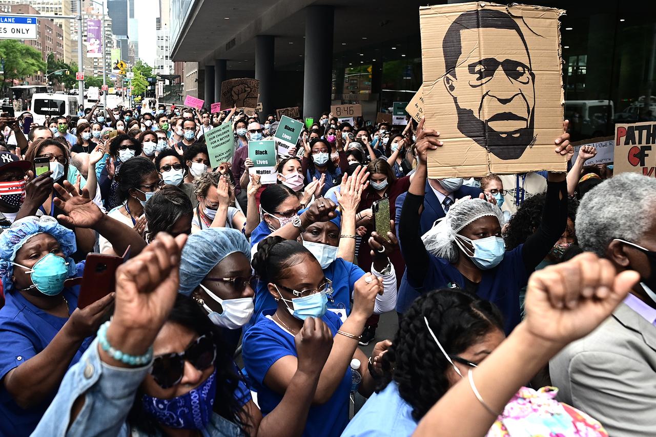Photo of Cuomo pide a los manifestantes hacerse el test de coronavirus