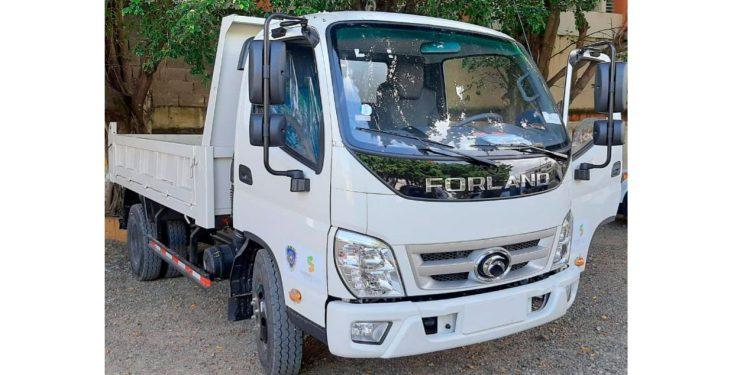 Photo of Ayuntamiento recibe un camión y dos motos carreteras para incorporarlas a limpieza de SFM