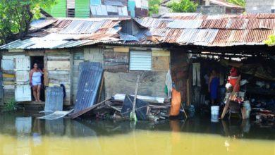Photo of 250 familias viven hacinadas al borde de canal de riego