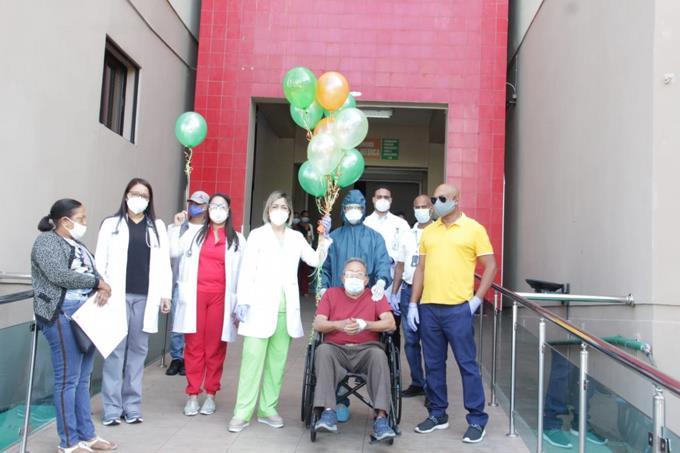 Photo of Pareja de esposos de 83 y 85 años supera coronavirus en Santiago