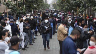 Photo of Peruanos salen en masa tras finalizar cuarentena de 106 días
