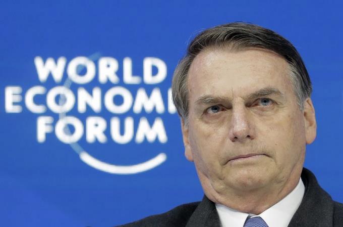 Photo of Bolsonaro da positivo por coronavirus y se trata con cloroquina