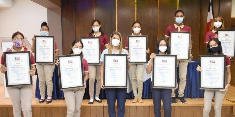 Photo of Regional Educación 07 entrega Premio a la Máxima Excelencia Estudiantil a 20 jóvenes meritorios