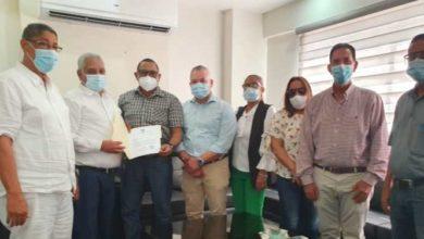 Photo of PRM crea comisión de transición en SFM, visitan gobernador provincia Duarte