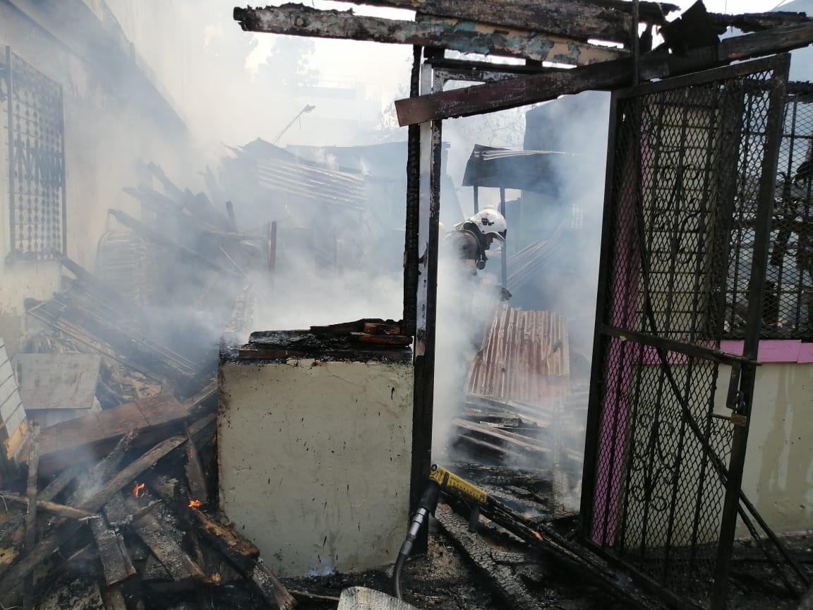 Photo of Tres viviendas resultan afectadas con incendio; familia se queda en la calle