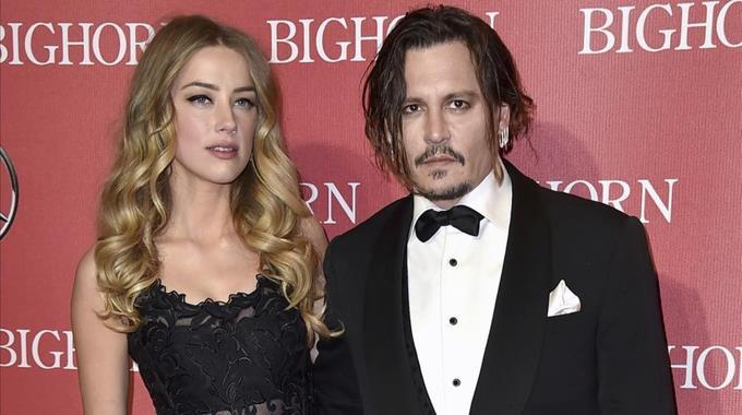 Photo of Johnny Depp niega haber abofeteado a su exesposa por reírse de su tatuaje