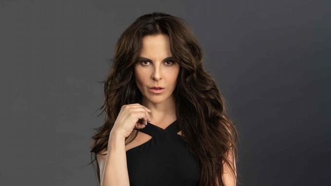 Photo of Kate del Castillo anuncia una tercera temporada de «La reina del sur»