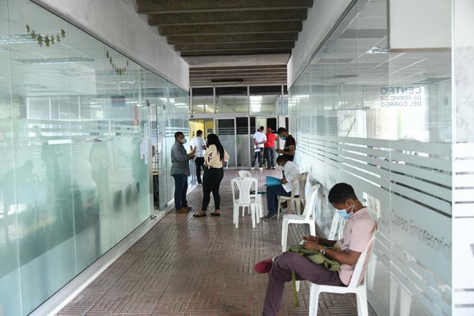 Photo of La incertidumbre cunde entre los empleados del Gobierno