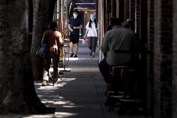 Photo of Nueva York amenaza con cerrar bares tras un fin de semana con muchedumbres