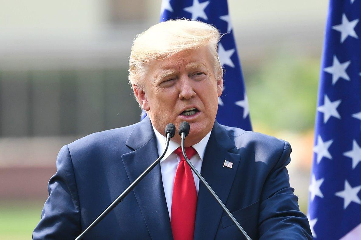 Photo of Trump dice que minimizó la gravedad de la COVID-19 para «no crear pánico»