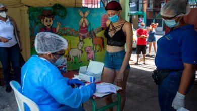 Photo of Bajan ligeramente muertes y contagios COVID-19 en la República Dominicana-
