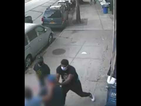 Photo of Hispanos golpean y asaltan a punta pistola anciano en El Bronx