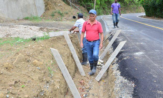 Photo of Faltan drenajes en carretera inaugurada