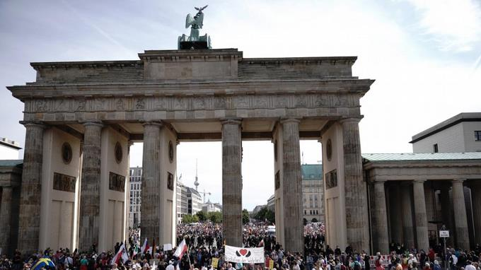 Photo of Berlín detiene una marcha contra el uso de la mascarilla