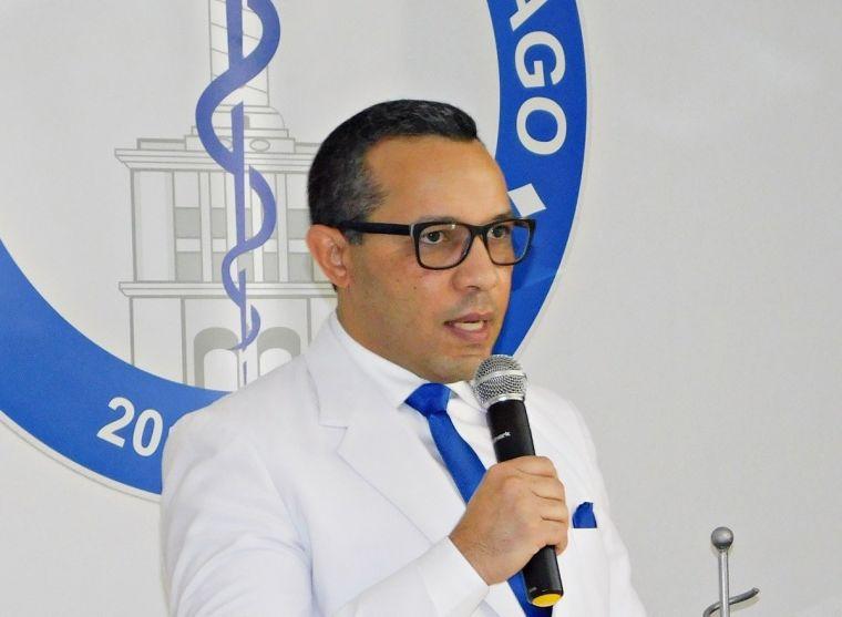 Photo of Presidente Colegio Médico en Santiago ingresado por Covid-19
