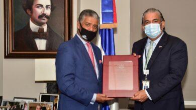 Photo of Cibao Meat Products reconoce al cónsul de la R. Dominicana en NY
