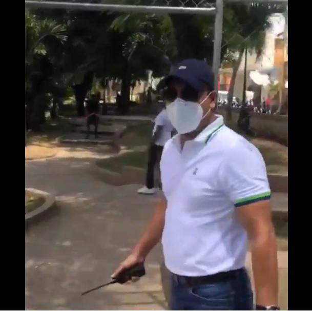 Photo of Abel Martínez expulsa grupo de haitianos de un parque en Santiago que realizaba «juegos de azar»