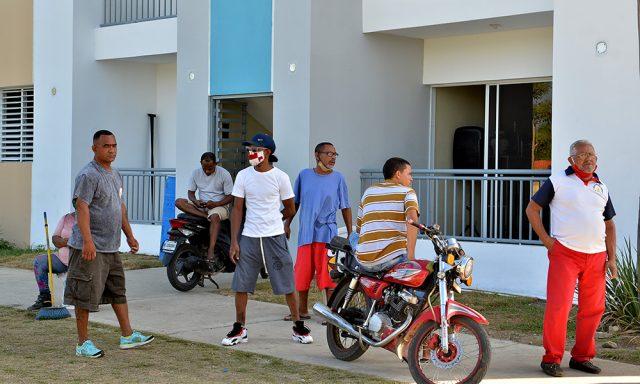Photo of Familias exigen apartamentos en sector El Riito
