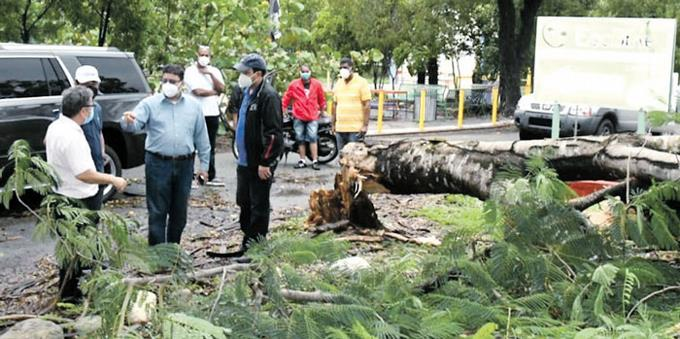 Photo of Ministro de Deportes inspecciona los daños