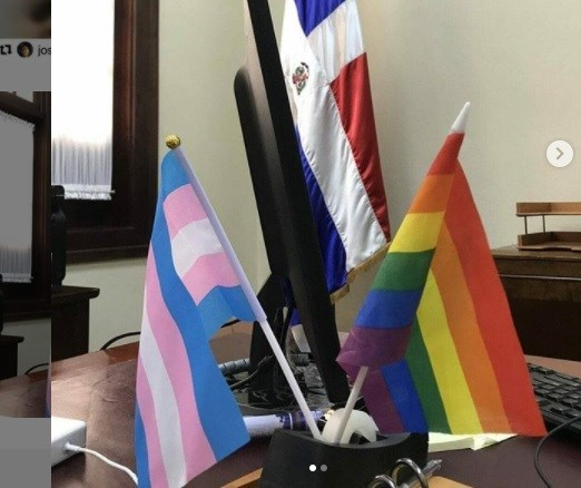 Photo of Diputado se queja de bandera LGBT en despacho del Palacio Nacional