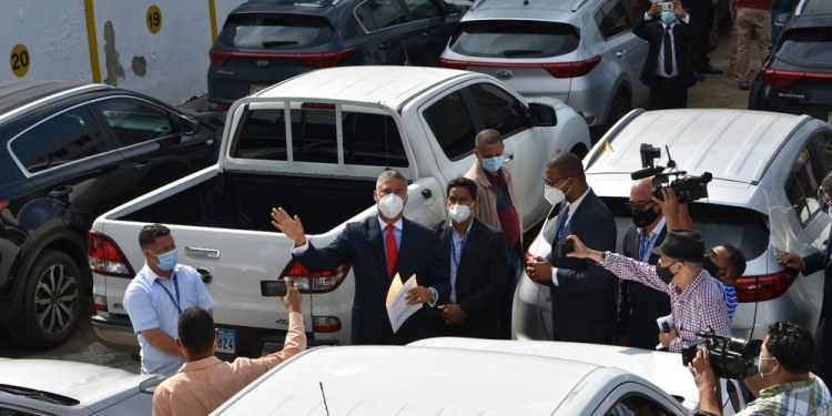 Photo of Denuncian pasadas autoridades de EDENORTE pagaban 16 millones en renta de vehículos para uso de particulares