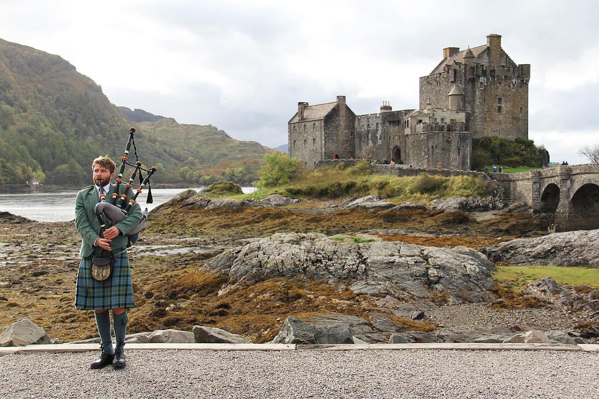 Photo of Escocia prohíbe visitas a otras casas y restringe horarios en la hostelería