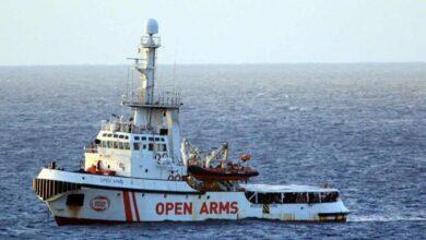 Photo of Decenas de migrantes a bordo del Open Arms se tiran al mar por desesperación