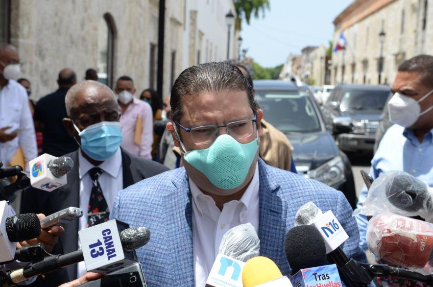 Photo of Sanz Lovatón dice en Aduanas se estaba comprando «400 mil pesos en palitos removedores de café»
